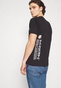 Champion Rochester - CREWNECK NINTENDO - Print T-shirt - black - 3
