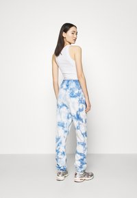 Missguided - PLAYBOY TIE DYE - Tracksuit bottoms - blue - 2