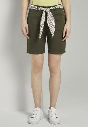 BERMUDA - Shorts - woodland green