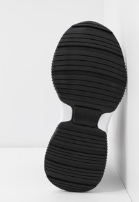 Versace Jeans Couture - CHUNKY SOLE - Baskets montantes - nero - 6