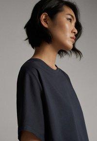 Massimo Dutti - Basic T-shirt - dark blue - 2