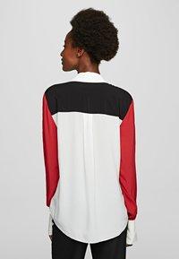KARL LAGERFELD - KARL PIXEL COLOURBLOCK  - Camisa - white/black/red - 2