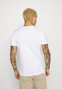 Ellesse - MORELA - Print T-shirt - white - 2