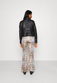 Vero Moda - VMMAPEL SHORT JACKET - Leather jacket - black - 2