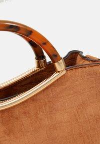 PARFOIS - BAG HORTENSIA - Across body bag - camel - 3