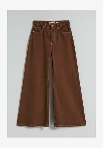 MIT KONTRASTEN  - Jeans a zampa - brown