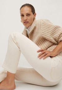 Mango Premium - PREMIUM - Straight leg jeans - crudo - 4
