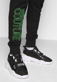 Versace Jeans Couture - FELPA - Teplákové kalhoty - black - 6