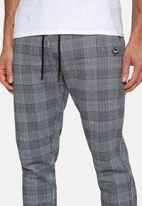Threadbare - Teplákové kalhoty - black check - 3