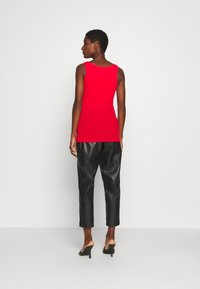 Guess - MYRELLA  - Toppe - necessary red - 2