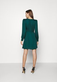Banana Republic - VNECK WRAP SOLID - Cocktail dress / Party dress - glen green - 2