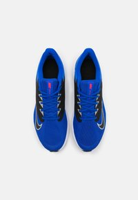 Nike Performance - QUEST 3 - Zapatillas de running neutras - racer blue/light smoke grey/black/chile red/white - 3
