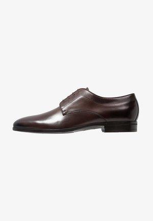 KENSINGTON - Elegantní šněrovací boty - dark brown