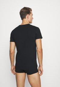 Versace - INTIMO UOMO 2 PACK - Undershirt - nero - 2