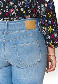 ONLY Carmakoma - CARANNABEL - Jeans Skinny Fit - medium blue denim - 3