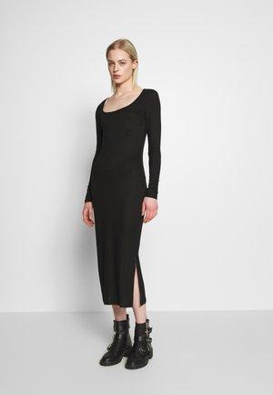 VISULOMA MIDI DRESS - Pouzdrové šaty - black