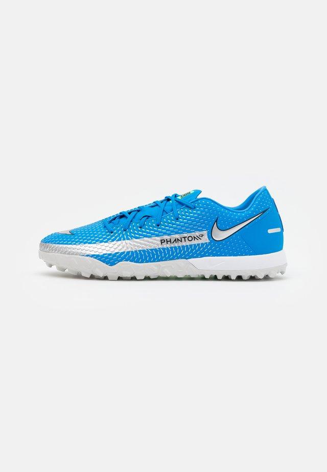 PHANTOM GT ACADEMY TF - Voetbalschoenen voor kunstgras - photo blue/metallic silver/rage green