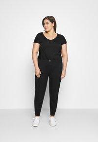 Missguided Plus - PLUS SIZE PLAIN TROUSER - Cargo trousers - black - 1