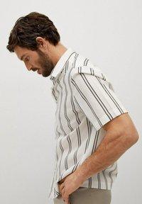 Mango - Camisa regular-fit fluida rayas - Camisa - blanco - 4