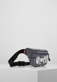 Levi's® - BANANA SLING PLAID - Bum bag - grey/dark green - 4