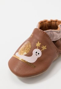 Robeez - LOVELY SNAIL - First shoes - marron/rose - 5