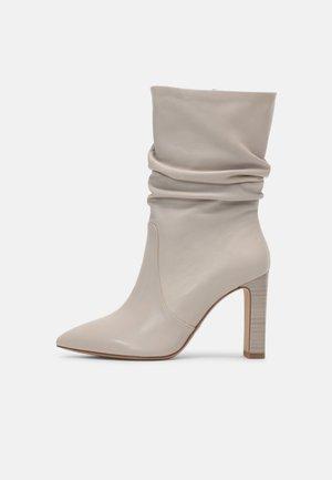 High heeled boots - dusty grey