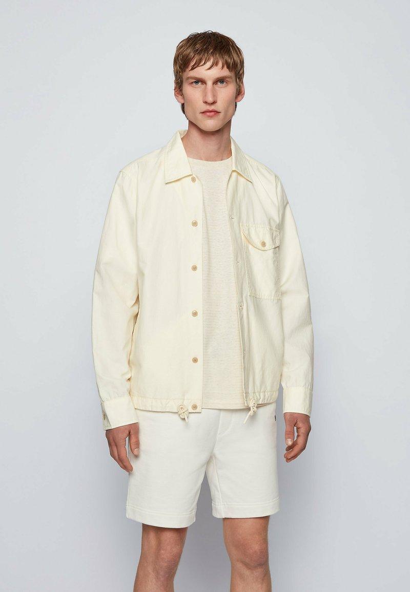 BOSS - LOVEL - Skjorta - light beige