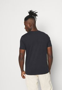 KnowledgeCotton Apparel - ALDER OWL BADGE - T-shirt - bas - total eclipse - 2