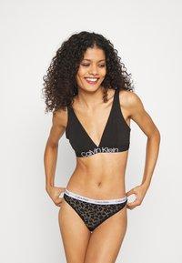 Calvin Klein Underwear - CAROUSEL BRAZILIAN - Slip - black - 1