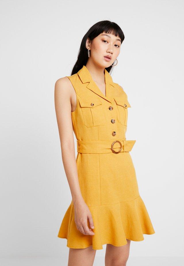 FLIPPY UTILITY DRESS - Vestido camisero - ochre