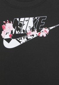 Nike Sportswear - TOKYO FLORAL FUTURA TEE - T-shirt con stampa - black - 2