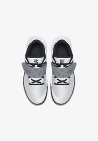 white/cool grey/black