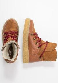 Pavement - LOLA - Kotníkové boty na platformě - tan - 3