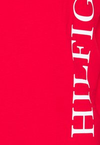 Tommy Hilfiger - LARGE LOGO TEE - Printtipaita - red - 4