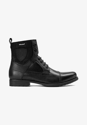 TADEU - Botines con cordones - black