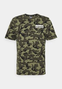 Puma - CORE CAMO TEE - Sports shirt - forest night - 0