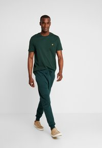 Lyle & Scott - CREW NECK  - T-shirt - bas - jade green - 1