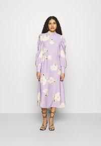 Closet - PUFF SLEEVE MIDI DRESS - Day dress - purple - 0