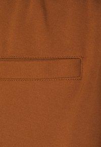 Pieces Petite - PCBEATE TIE PANTS - Trousers - mocha bisque - 2