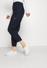 Marks & Spencer London - ULTIMATE - Cargo trousers - dark blue - 3