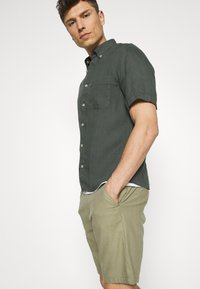 Marc O'Polo - BUTTON DOWN SHORT SLEEVE - Košile - mangrove - 3