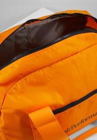 Peak Performance - DETOUR II 35L - Sports bag - explorange - 3