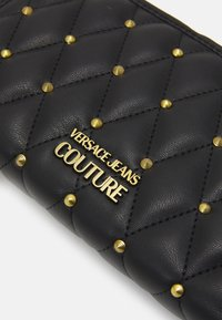 Versace Jeans Couture - MALLORY ZIP AROUND WALLET - Lommebok - nero - 4