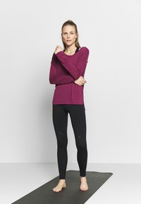 Nike Performance - DRY LAYER  - Sports shirt - villain red/shadowberry - 1