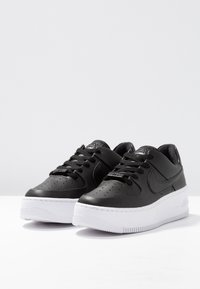 Nike Sportswear - AIR FORCE 1 SAGE - Baskets basses - black/white - 4