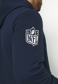 New Era - NFL CHEST TEAM LOGO HOODY NEW ENGLAND PATRIOTS - Club wear - dark blue - 3