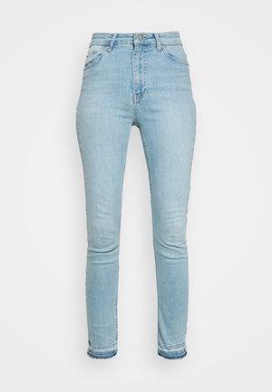 SKINNY HIGH WAIST OPEN HEM - Jeans Skinny Fit - light blue
