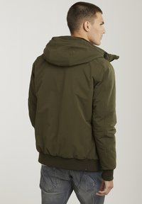 CHASIN' - Winter jacket - green - 1