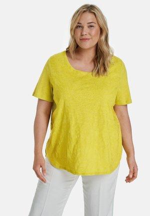 MIT STICKEREI - T-shirt print - citronella gemustert