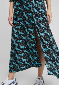 Louche - SALIM HORSES - Maxi dress - blue - 4